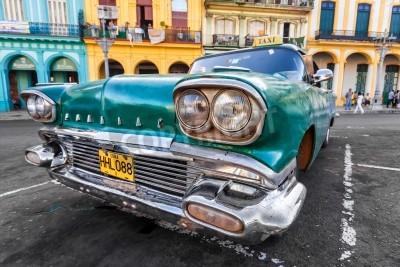 Fotomural Vintage carro em um bairro colorido em Havana