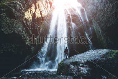 Fotomural Vista perfeita da famosa e poderosa cascata de Gljufrabui. Queda de Seljalandsfoss do lugar, Islândia, Europa. Imagem cênica da atracção turística popular. Conceito de destino de viagem. Descubra um s
