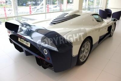 Fotomural Vista traseira do carro de competência na Maserati Naza Italia