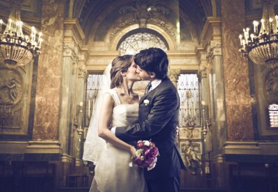 Fotomural Você pode beijar a noiva