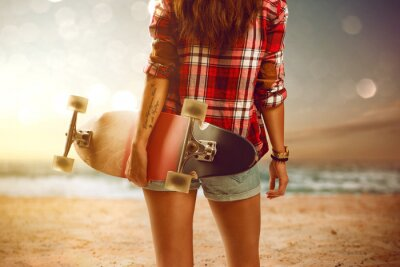 Fotomural Woman with longboard at the beach