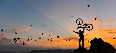 Fotomural sıradışı bisikletçi ve GÜÇ gösterisi