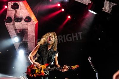 Poster 24 de abril de 2010 - Moscou, Rússia - banda americana de rock Metallica tocando ao vivo no Estádio Olimpiysky.