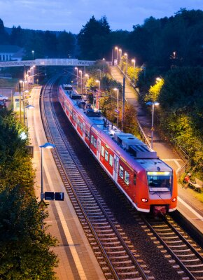 Poster Abends Bahnhof Haltepunkt Bahn S-Bahn Nahverkehrszug