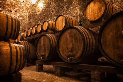 Poster adega com barris para o armazenamento do vinho, Itália