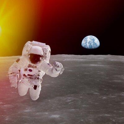 Poster Alta qualidade isolado astronauta composto no espaço; elementos de