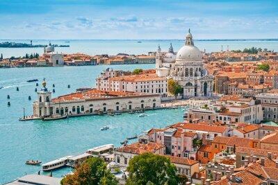 Poster Arquitectura da cidade panorâmico aérea de Veneza com Santa Maria della Salute igreja, Veneto, Itália