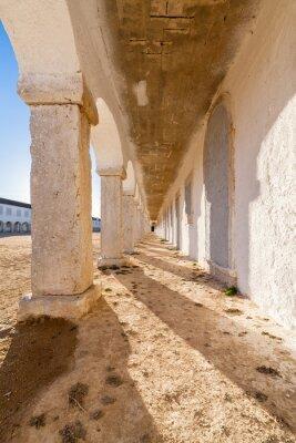 Poster As arcadas dos alojamentos peregrinos no Santuário Barroco de Nossa Senhora do Cabo, também conhecida como Nossa Senhora da Pedra Mua, no Cabo de Espichel. Sesimbra, Portugal