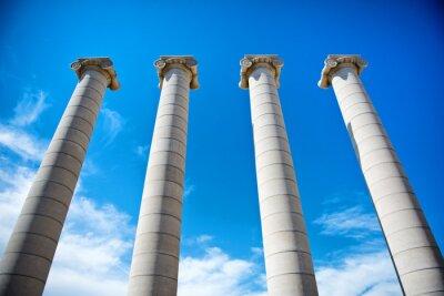Poster As quatro colunas sob um céu azul na Catalunha
