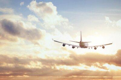 Poster avião no por do sol céu