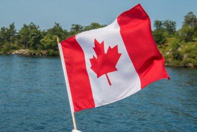 Poster Bandeira canadense soprando no vento Thousand Islands Canadá Ontário