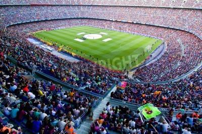 Poster BARCELONA, ESPANHA - 13 de maio de 2011: não identificados adeptos de FC Barcelona comemoram a vitória espanhola do campeonato da Liga no Estádio Camp Nou.