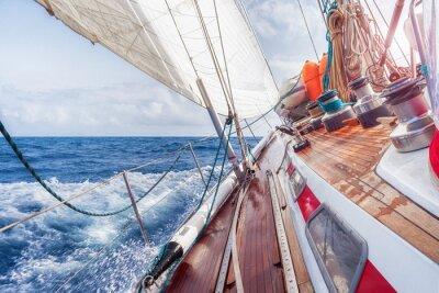 Poster barco a vela a navegar nas ondas