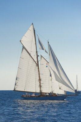 Poster Barco à vela antiga, durante uma regata na Panerai Classic Yac