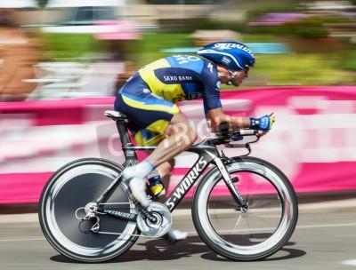 Poster Beaurouvre, França, 27 de julho de 2012: imagem do ciclista belga Nick Nuyens (Saxo Bank Thinkoff Bank) equitação panorâmico durante o estágio de 19 um julgamento tempo entre Bonneval e Chartres de