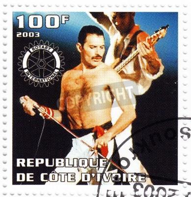 Poster BENIN - CIRCA 2003 carimbo impresso no Benin mostra líder Freddie Mercury do Queen - 1980 famoso grupo pop musical, circa 2003