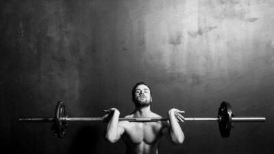 Poster Bodybuilding, homem forte novo Athletic Halterofilismo, preto e branco no estúdio