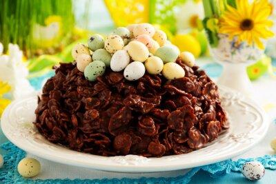 Poster Bolo tradicional da páscoa do chocolate com ovos de chocolate.