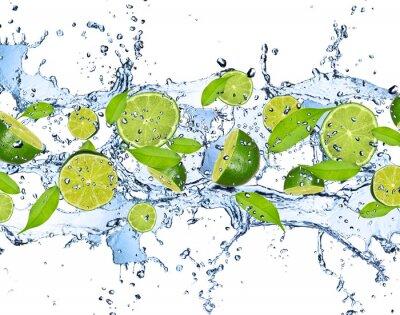 Poster Cais frescos em respingos de água, isolado no fundo branco