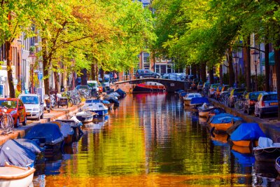 Poster Canal bonito na cidade velha de Amsterdão, Países Baixos, província de Holland norte.