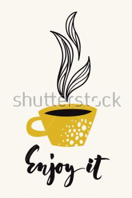 Poster Cartão de caligrafia Outono com café ou chá. Aproveite o texto caligráfico. Desenho abstrato do vetor. Cartaz colorido ou cartão projetado para qualquer tipo de mídia impressa. Cor de ouro.