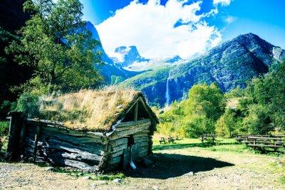 Poster Casa antiga ao pé da montanha trolls