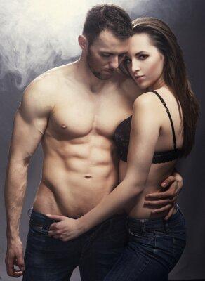 Poster Casal de sorriso nova bonita no abraço do amor interior