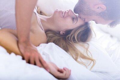 Poster Casamento jovem durante o sexo matutino