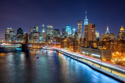Poster Cena da noite de New York City com skyline de Manhattan e Brooklin B