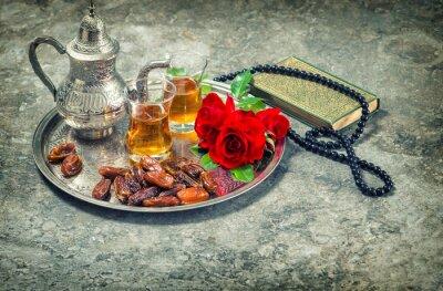 Poster Chá e flor rosa vermelha, livro sagrado Alcorão e rosário. Ramadan kar