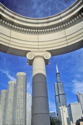 Poster Chicago Detalhe arquitectónico com Sears Tower em segundo plano, Chicago, Illinois