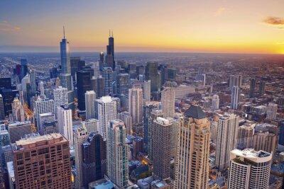 Poster Chicago. Vista aérea de Chicago da baixa no crepúsculo da elevação acima.