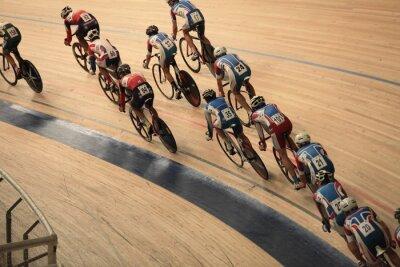 Poster ciclistas a andar rápido em uma vista de cima curva