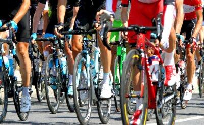 Poster ciclistas durante uma corrida de estrada ciclo na Europa
