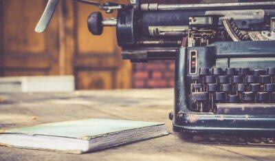 Poster close-up de máquina de escrever do vintage retro estilo