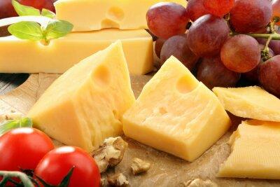 Poster Composição do queijo amarelo na placa de queijo