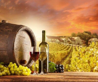 Poster Do vinho vida ainda com o vinhedo no backgorund