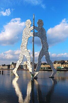 Poster Escultura Man Molecule no rio Spree, em Berlim