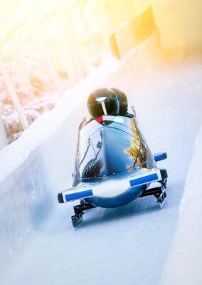 Poster Esportes de inverno - bobsleigh na pista de gelo