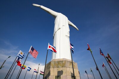 Poster Estátua do Cristo del Rey de Cali com bandeiras do mundo e céu azul, Col