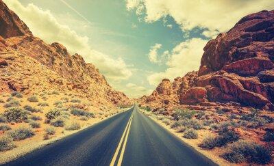 Poster Estrada estilizada do deserto retro, conceito da aventura do curso.