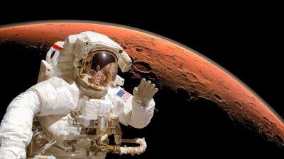 Poster Feche acima de um astronauta no espaço, planeta Marte no fundo. Elementos da imagem são fornecidos pela NASA