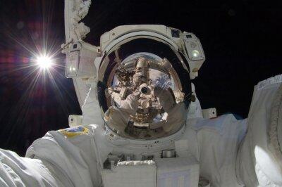 Poster Fim, cima, vista, flutuante, astronauta, reflexão, estação ... mostrando, (alguns, elementos, cortesia, nasa)