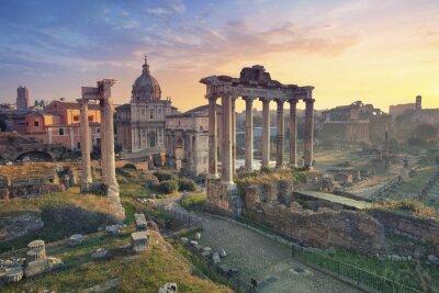 Poster Fórum Romano. Imagem do Fórum Romano em Roma, Itália durante o nascer do sol.