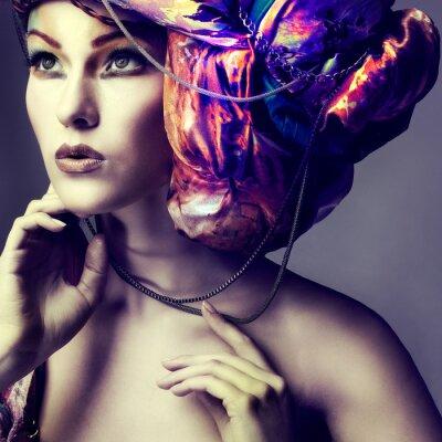 Poster Foto de menina bonita em um cabeça-vestido de tecido de cor