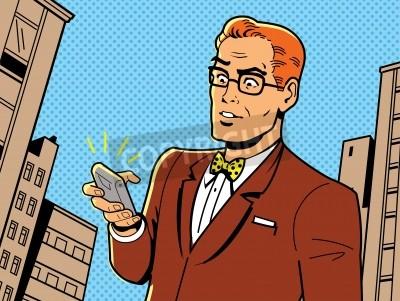 Poster Ilustração irónica de um 1940 ou 1950 retro homem com óculos, gravata borboleta e smartphone moderno