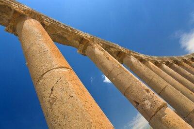 Poster Jordânia. Jerash (a antiga cidade romana de Geraza). Fragmento da colunata do Fórum com capitéis em ordem jônica