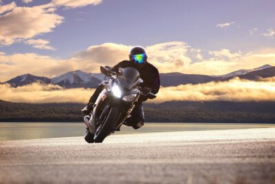 Poster Jovem, montando, grande, bicicleta, motocicleta, contra, afiado, curva, asph