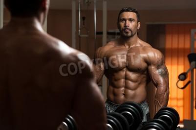 Poster Latina Bodybuilding trabalhar fora do bíceps - Dumbbell Curls concentração
