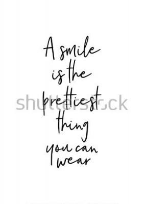 Poster Letras de mão desenhada. Ilustração de tinta. Caligrafia de escova moderna. Isolado no fundo branco. Um sorriso é a coisa mais bonita que você pode usar.